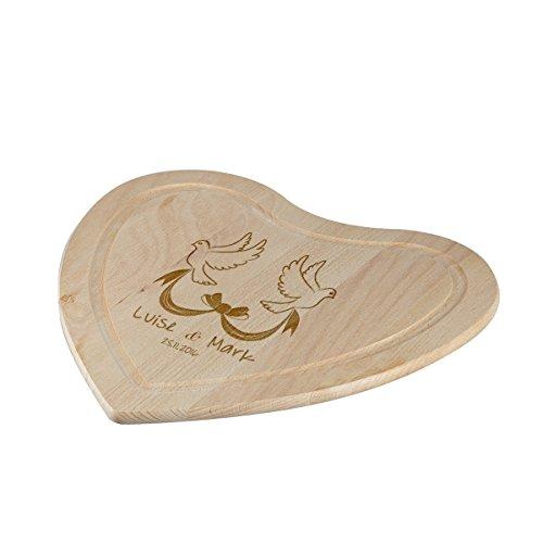 polar-effekt Schneidebrett Herz zur Hochzeit mit Gravur - Motiv Tauben mit Schleife - Personalisiert mit Namen und Datum - Frühstücksbrett 28 x 28 cm
