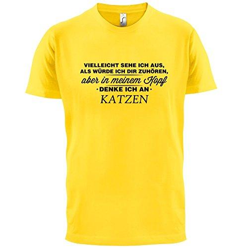 Vielleicht sehe ich aus als würde ich dir zuhören aber in meinem Kopf denke ich an Katzen - Herren T-Shirt - 13 Farben Gelb