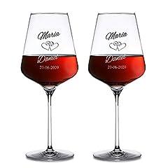Idea Regalo - AMAVEL Set 2 Calici da Vino Rosso con Incisione - Bicchieri Personalizzati con Nomi e Data - Motivo Cuori - Bicchieri per Sposi - Idee Regalo di Nozze o Anniversario - Bomboniere
