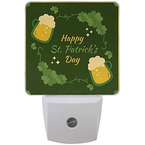Spring Happy St Patrick 's Beer Beer Night Light plug in per camera da letto Bagno Cucina Corridoio, Shamrock Green Elf Hat Nightlights Auto Senor Dusk to Dawn, 2pz