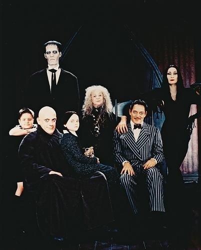 Moviestore Christopher Lloyd als Uncle Fester/Gordon Craven unt Christina Ricci als Wednesday Addams in The Addams Family 36x28cm Farbfoto