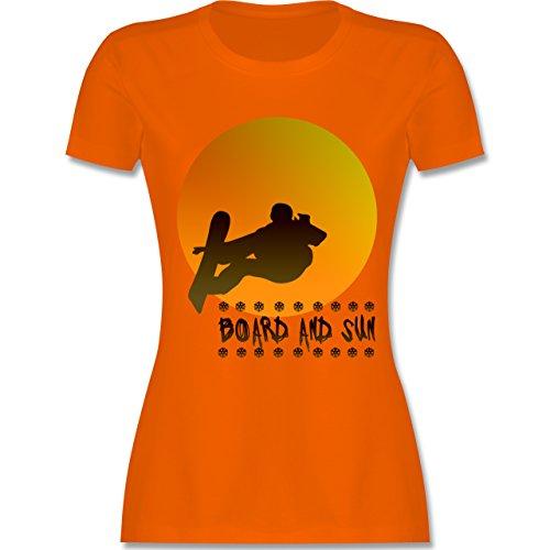 Après Ski - Board and Sun - tailliertes Premium T-Shirt mit Rundhalsausschnitt für Damen Orange