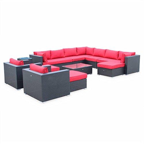 Alice's Garden - Salon de jardin en résine tressée XXL - Tripoli - Noir Coussins rouges - 14 places - 2 fauteuils sans accoudoir, 2 méridiennes, 1 fauteuil d'angle, 2 fauteuils individuels, 1 table basse, 1 table d'appoint, 3 poufs