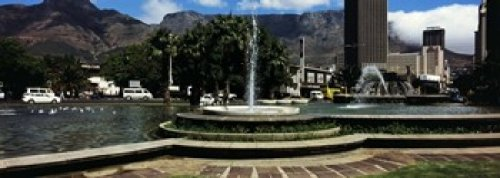 Table Mountain In Cape Town (Panoramic Images - Fountain with Table Mountain in the background Cape Town Western Cape Province South Africa Photo Print (45,72 x 17,78 cm))