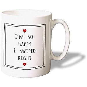 I'm So Happy I Swiped Right Mug - Lustige Kaffeetasse fur Tinder dating - Originelle Geschenkidee - Spülmaschinefest.