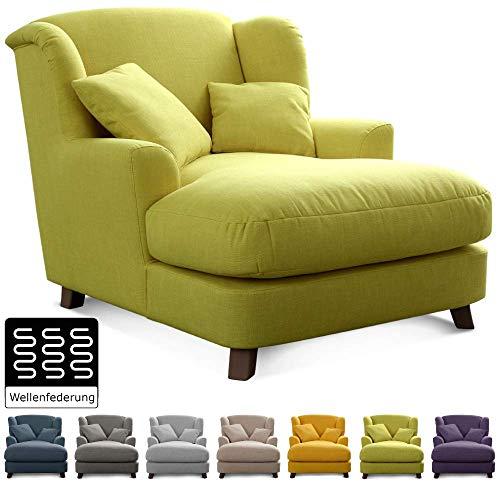 Cavadore XXL-Sessel Assado / Großer Polstersessel in grün mit Holzfüßen, großer Sitzfläche, Polsterung und 2 weichen Zierkissen / 109x104x145 (BxHxT)