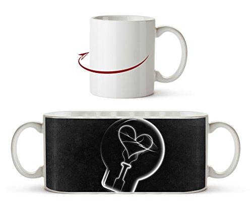 Zeichnung einer Glühbirne mit einem Herz Effekt: Schwarz/Weiß als Motivetasse 300ml, aus Keramik...