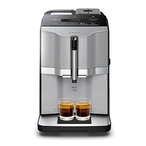 Siemens TI303503DEMacchinetta per caffè EQ.3s300, selezione diretta mediante campi sensore illuminati, funzione OneTouch, macina in ceramica, 15bar, colore: argento titanio