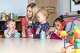 druck-shop24 Wunschmotiv: Erzieherin am Tisch Kinder trinken aus Trinkflasche mit Spielzeug #105598988 - Bild auf Alu-Dibond - 3:2-60 x 40 cm/40 x 60 cm