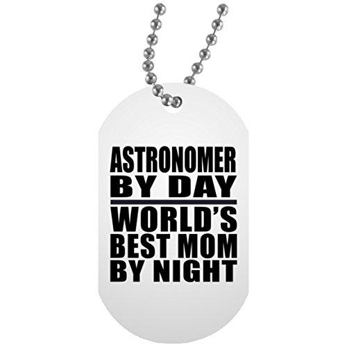 Designsify Mom Dog Tag, Astronom by Day World 's Best Mom by Night–Militär Hund Tag, Aluminium ID Tag Halskette, beste Geschenk für Mutter, Mum, Ihr, Eltern von Tochter, Sohn, Kind, Mann