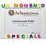 [Sponsorizzato]Cornici per foto in legno con la scritta Un Momento Speciale, da appoggiare o appendere, misura 13x18 cm Bianca. Ideale per regalo e ricordo.
