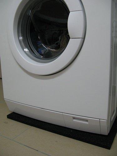Waschmaschinenmatte aus Gummigranulaten - 60 x 60 x 2cm ✓ Robust ✓ Hohe Dichte ✓ Vielseitig einsetzbar | Schwingungsdämpfende Waschmaschinen-Unterlage, Gummigranulatmatte, Antivibrationsmatte