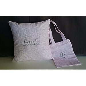 Paula Name gestickte Kissen misst 32 × 32 cm. Snack-Beutel mit gestickten Buchstaben P Maßnahmen 16x23 cm.