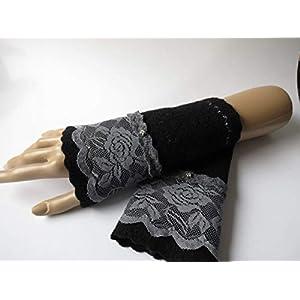 Armstulpen/Pulswärmer mit Spitzenapplikation: Walkwolle (Walkloden, Kochwolle) in Schwarz, elastisches Spitzenband in…