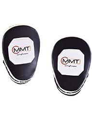 Boxe arts martiaux poinçonnant gants et frappant lutte pads