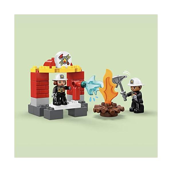 LEGO DUPLOTown CasermadeiPompieri, Luci e Suoni, Autopompa e 2 Figure dei Pompieri,Giocattoli per Bambini dai 2 ai 5 Anni, 10903 4 spesavip
