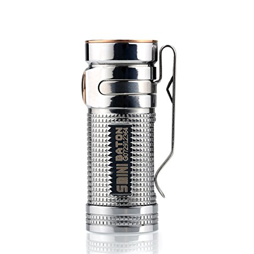 Olight® S mini Baton TI Taschenlampe Cree XM-L2 NW LED max. 550 Lumen mit 16340 CR123A 1600mAh Batterie - Titan poliert (Globale Limited Sonderedition)