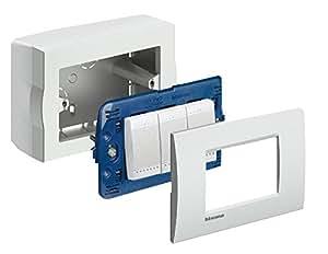 Bticino s503bpf serie magic scatola da parete 3 posti bianca bianco cancelleria e - Placche per interruttori ...