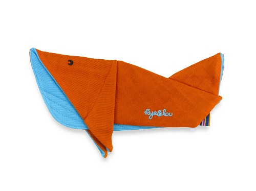faye-and-lou-winston-whale-muslin-comforter