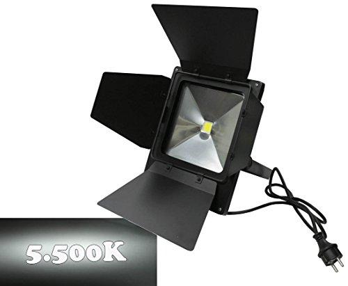 LED Flächen Strahler mit 50Watt breitstrahlend tageslicht, IP65 mit Torblenden 5500K - Beleuchtung für Messestand, Licht Messe Stand, Scheinwerfer für Ausstellung, Beleuchtungstechnik Messestände