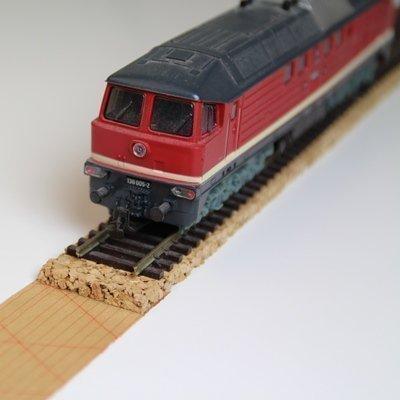 10x Gleisbett aus 100% Naturkork für Spur Z – 1,7 x 100cm ✓ Zuschneidbar ✓ Antistatisch ✓ Vibrationsdämmende Schienenunterlage | Modellbauartikel als Gleisunterlage, Gleisbettung (Z-spur)