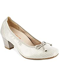 9f3bb9b3f2 Zapato Mujer salón tacón 4 cm de la Marca DOCTOR CUTILLAS en Piel elástica  grabada Beige
