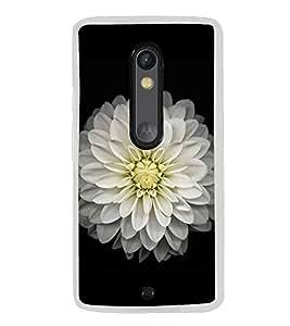 White Flower 2D Hard Polycarbonate Designer Back Case Cover for Motorola Moto X Play
