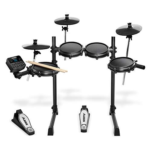 Hocker Monitor und Sticks Großes E-Drum Set mit Mesh Heads auf Holzkesseln
