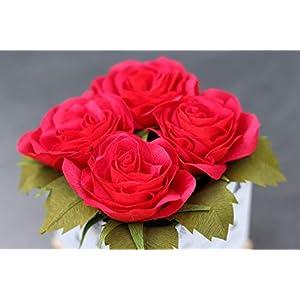 4 Rosen aus Krepppapier in Weihnachts-Schachtel