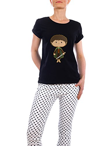 design-t-shirt-frauen-earth-positive-mini-adventurer-in-schwarz-grosse-l-stylisches-shirt-film-mensc