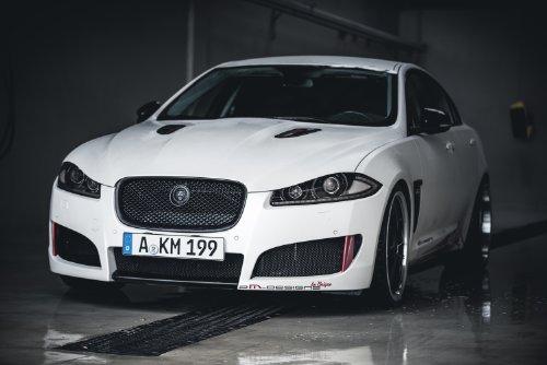 clsico-y-msculo-anuncios-de-coche-y-coche-arte-jaguar-xf-por-2m-designs-2013-coche-pster-en-10mil-ar