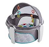 Fisher-Price FWX16 Baby Reisekorb für Unterwegs, faltbarer Korb mit Sonnen- und Insektenschutz inkl. 2 Spielzeugen Babyerstausstattung, ab 0 Monaten
