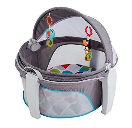 Baby Reisekorb für Unterwegs, faltbarer Korb mit Sonnen- und Insektenschutz inkl. 2 Spielzeugen ab 0 Monaten ()