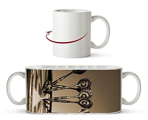 Darts auf einer Dartscheibe Effekt: Sepia als Motivetasse 300ml, aus Keramik weiß, wunderbar als Geschenkidee oder ihre neue Lieblingstasse. -