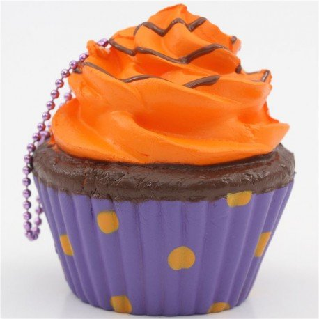 breloque-molle-kawaii-a-presser-cupcake-au-glacage-orange-caissette-violette