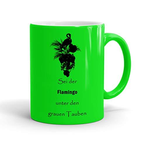 True Statements Lustige Tasse sei der Flamingo unter den grauen tauben – Neon Kaffee-Tasse mit Spruch – Geschenk für Mitarbeiter – Chef – Büro – Arbeit, neon gruen