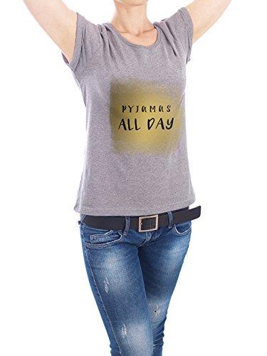 """Design T-Shirt Frauen Earth Positive """"Pyjamas ALL DAY"""" - stylisches Shirt Typografie Abstrakt von artboxONE Edition Grau"""