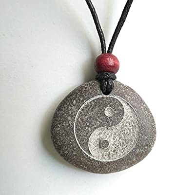 Pendentif SculptÉ Avec Une Yin Et Yang