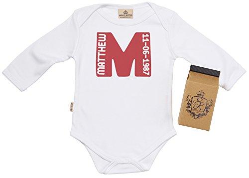 SR - Milchtüte Geschenkbox - Individualisierter First Name Letter & DOB Baby-Strampler - Strampelanzug - Individualisierter Baby Geschenkset, Weiß - 0-6 Monate (Name Strampelanzug)