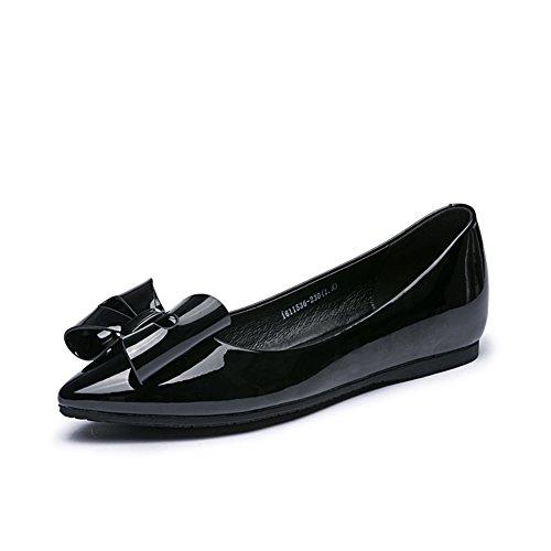 Chaussures plates bas de cuir verni/ arc peu profond A