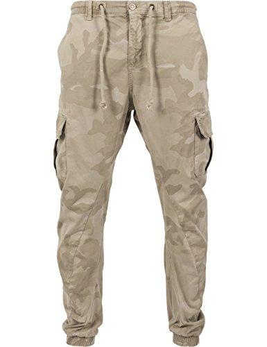 Urban Classics Herren und Jungen Hose Camo Cargo Jogging Pants, Cargohose im Stil einer Jogginghose, Taschen an der Seite, Beinabschlus mit Gummibund, Mehrfarbig (sand camo 867), Gr. W36/L31 (Herstellergröße: 36)
