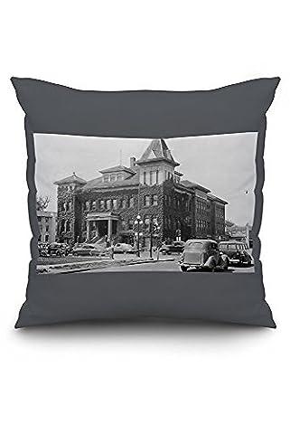 Eugene, Oregon Scene with City Hall Photograph (20x20 Spun Polyester Pillow Case, Custom Border)