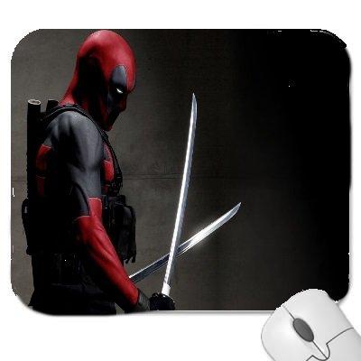 ld von Marvel Deadpool und seinen zwei Schwertern, hochwertige Qualität, Mauspad aus dickem Gummi, angenehm weiche Oberfläche ()