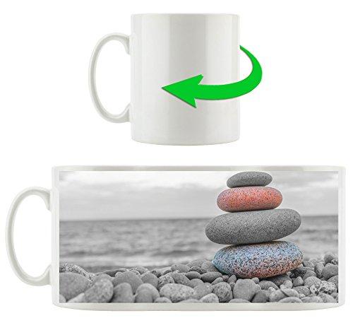 Steinturm auf Steinen schwarz/weiß, Motivtasse aus weißem Keramik 300ml, Tolle Geschenkidee zu jedem Anlass. Ihr neuer Lieblingsbecher für Kaffe, Tee und Heißgetränke. -