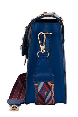 BORDERLINE - 100% Made in Italy - Clutch aus echtem Leder mit Nieten und Schultergurt aus farbigem Stoff - ARIANNA Electric Blue