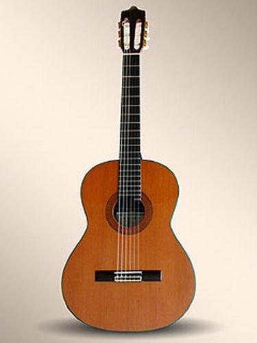 Guitarras clásicos ALHAMBRA profesional 11P LIVREE Estuche de mesa clásicos CEDRE maciza 4/4