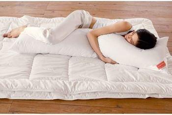 Cuscino Lungo Per Chi Dorme Sul Fianco.Cuscino Per Chi Dorme Sul Fianco Aiuto Per Dolori Cervicali E