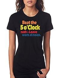 Combate el 5 O reloj con forma de botella Rush - diseño de cita en inglés - traje de neopreno para mujer T-camiseta de…
