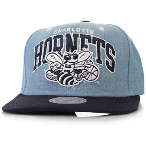 Mitchell & Ness Charlotte Hornets Chambray Arch EU182 and Snapback Cap Basecap