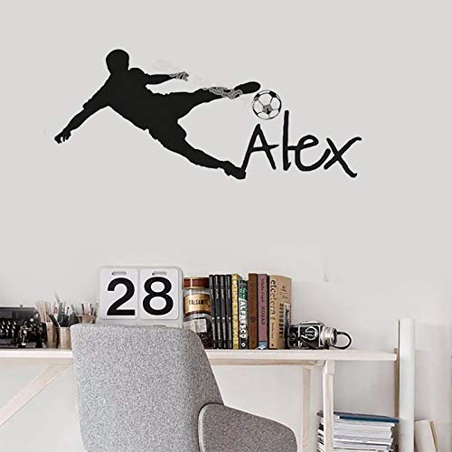 Nome personalizzato personalizzato wall sticker boy sta giocando a calcio vinyl decal pallone da calcio per bambini camera da letto decorazioni per bambini nursery eb635 56cm x24cm giallo